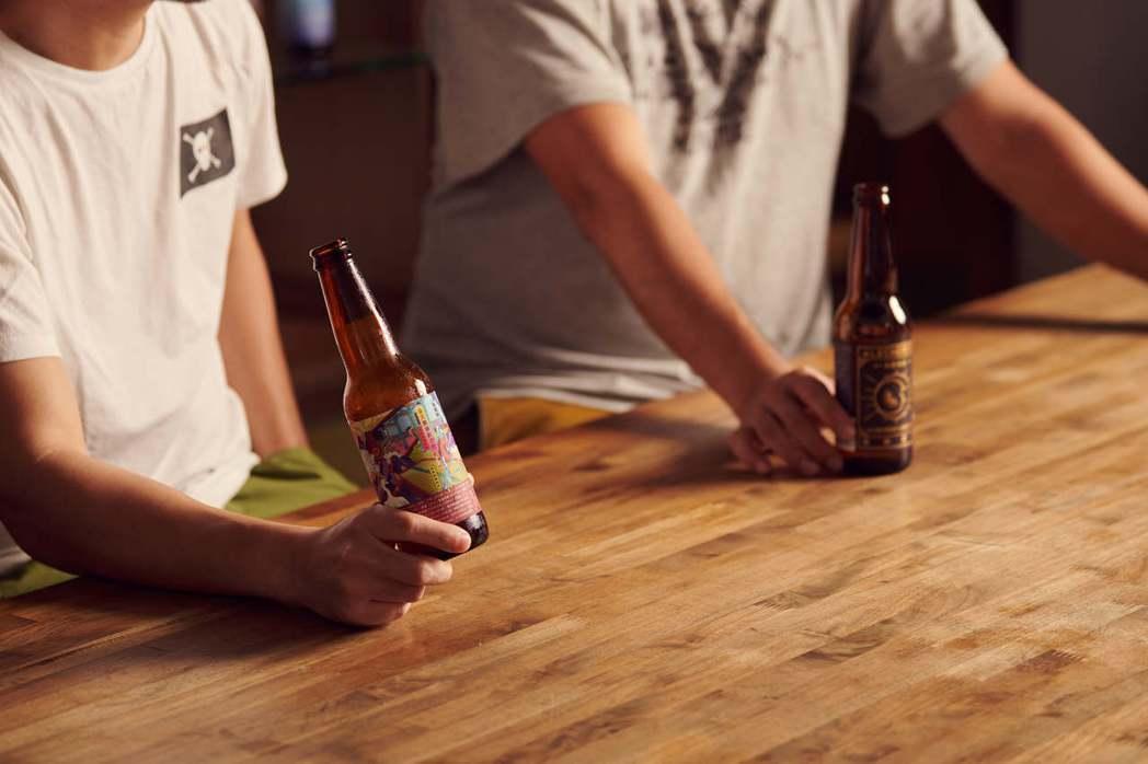 禾餘投入自行研究啤酒釀造四大元素的其二麥芽、酵母,並試圖尋找可以替代啤酒花苦味與...