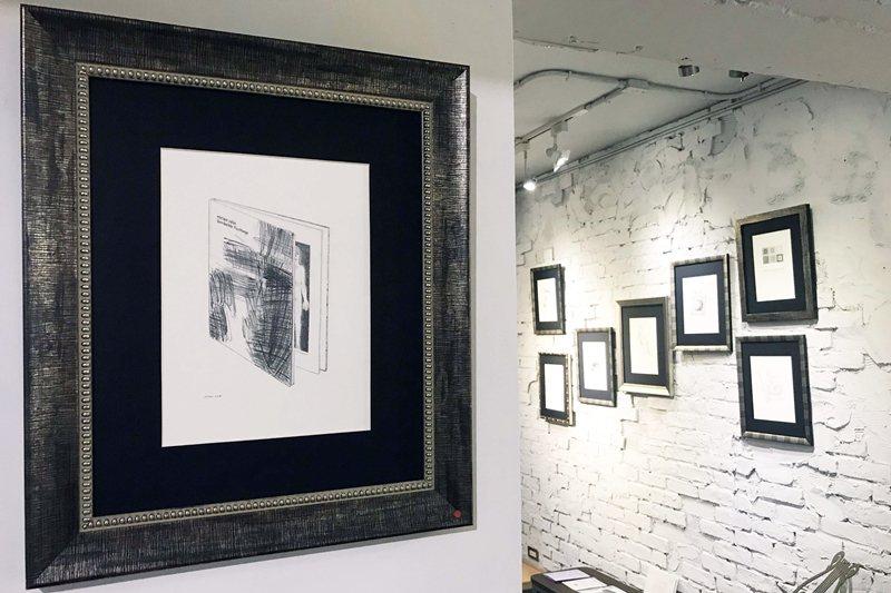智海以「即物細密描寫」的工筆方式繪製瑞士女性先鋒藝術家米瑞安.坎作品集《覆蓋的逃生路線》。 圖/作者提供