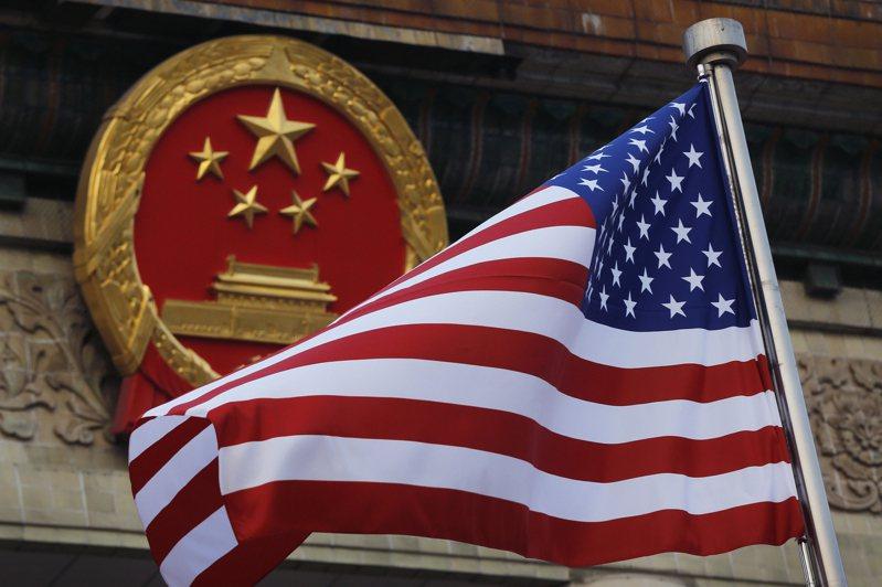 美國試圖讓中國因為其在南海的立場付出龐大代價,中國的試射行動則意在警告美國。 美聯社