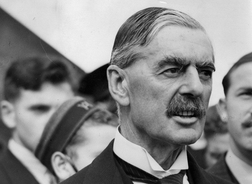 「就去見見他吧,見見那個張狂的德國男子!」英國首相張伯倫是想避免世界大戰,他認為...