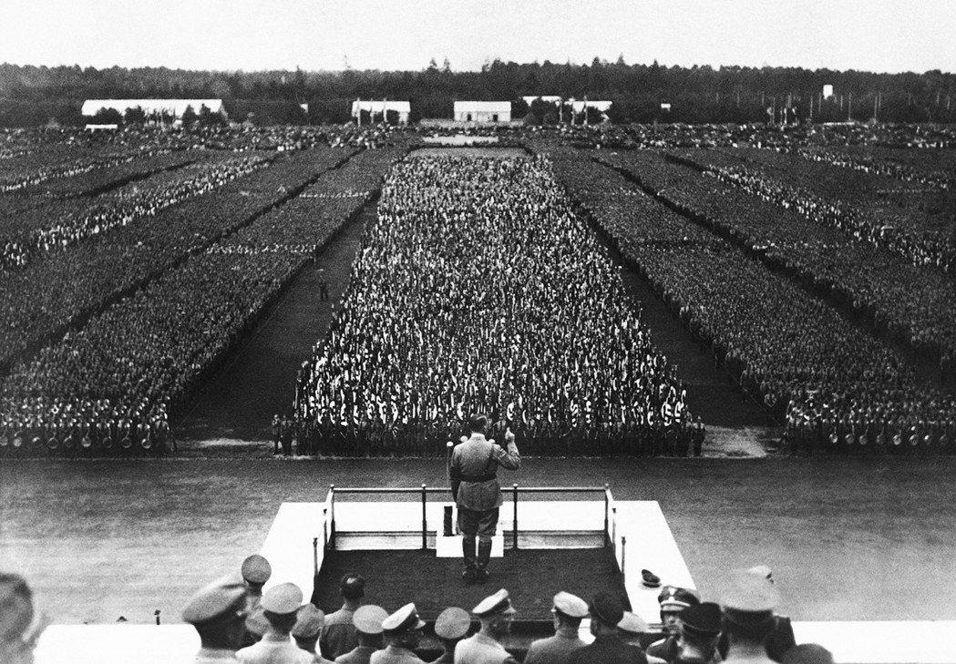 一九三○年代末的危急時刻,很奇怪的事情之一是,當希特勒讓世界逐漸捲入戰爭時,世界...