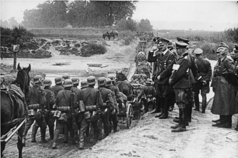 一九三九年三月,希特勒入侵捷克斯洛伐克其他地區。他只過了六個月不到的時間就打破他...