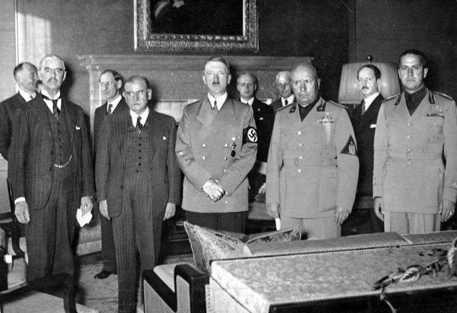 張伯倫在一九三八年九月底第三次、也是最後一次訪問德國,就在他初次訪問兩週後。會談...