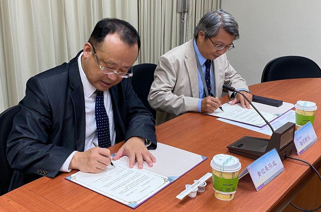 南美館與南應大簽署產學合作備忘錄。  南美館 提供