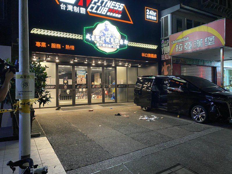 知名網紅「館長」陳之漢28日凌晨2時23分在「成吉思汗」健身館林口館門口遭人槍擊受傷送醫。(翻攝照片) 中央社