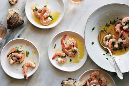 圖說:炎炎夏日,淋上新鮮橄欖油的海鮮非常適合當成開胃菜(照片/紐約時報提供)