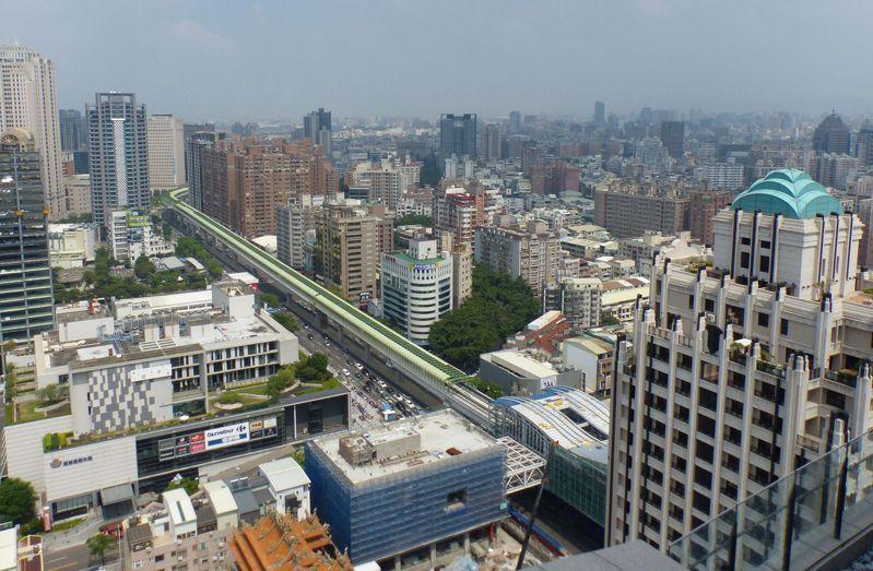 台中市去年總推案量2700多億元,今年隨著疫情解封,出現房市熱,建商推估今年的推案量會更多。記者趙容萱/攝影