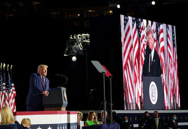 川普在接受共和黨總統候選人提名後發表演說。路透