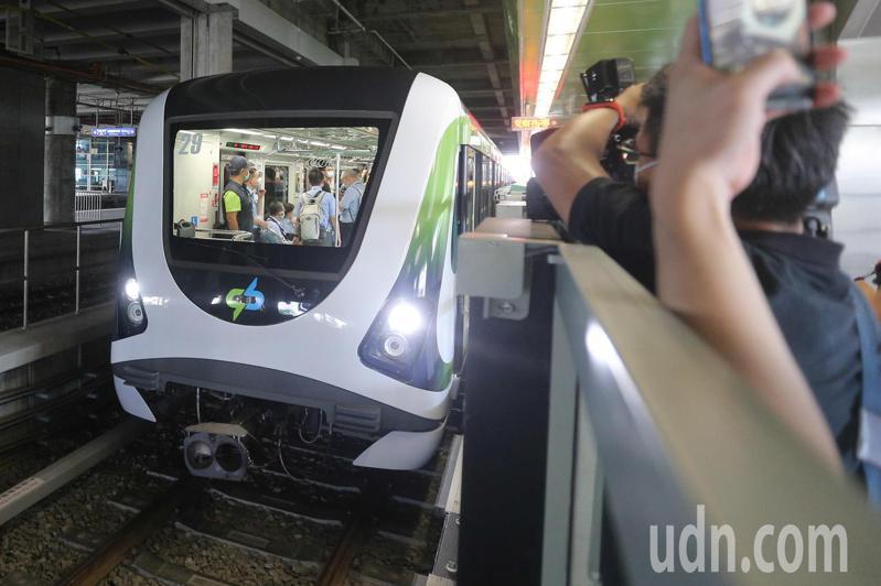 台中捷運今天下午舉行中捷高鐵台中站入口意象揭幕。記者黃仲裕/攝影