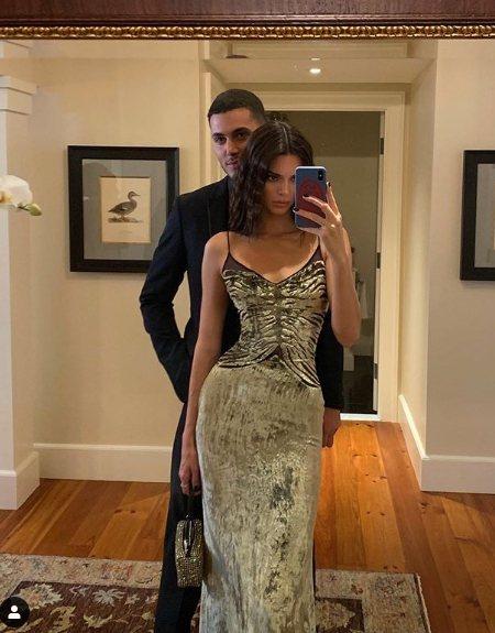 坎達爾珍娜出席小賈斯汀婚禮時也是手提水鑽包。圖/取自IG