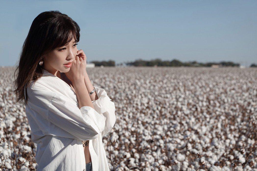 袁詠琳四度擔任美國棉年度代言人,赴美國德州拉伯克棉田取景。圖/杰威爾提供