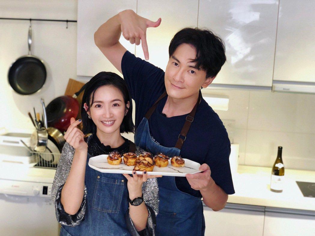 林依晨(左)、鄭元暢做菜合作無間。圖/M.I.E.最大國際娛樂提供