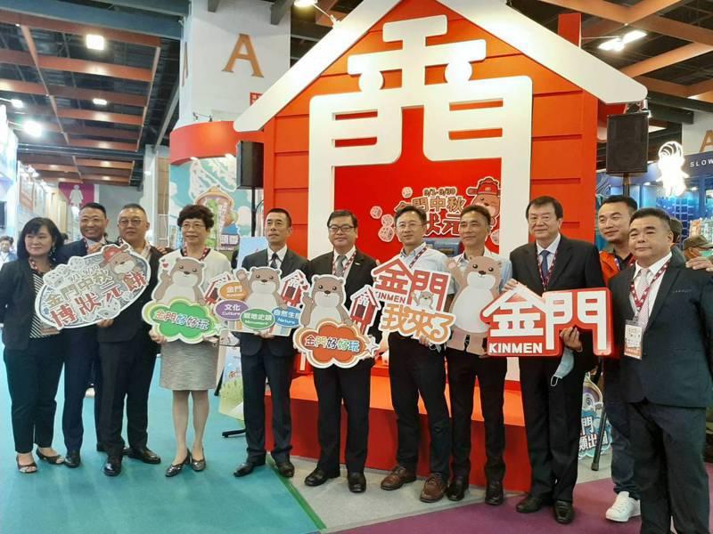 台北國際觀光博覽會」今日在台北世貿1館舉行開幕,各界長官蒞臨金門館幫忙打廣告。圖/縣府提供
