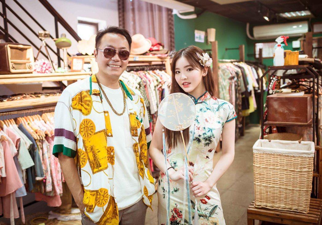 王欣晨(右)隨張克帆赴宜蘭放鬆,獻出鳳仙裝初體驗。圖/歆動音樂提供
