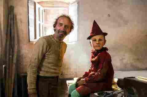坎城名導馬提歐賈洛尼執導的真人奇幻鉅片「皮諾丘的奇幻旅程」(Pinocchio),去年底在義大利飆出5.5億台幣的票房佳績,意外大掀「皮諾丘」全球拍攝風潮。該片除刺激迪士尼加速討論其規劃2年的「美國...