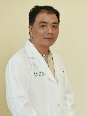 周哲毅亞大醫院內科部部長。圖/周哲毅提供