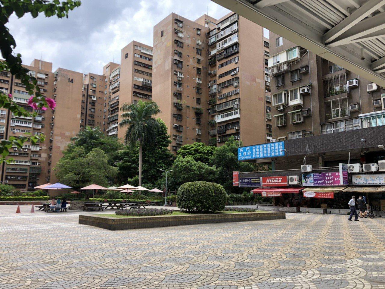 成功國宅離台北市科技大樓捷運站走路7分鐘,卻自成一個生活圈。記者張瀞文╱攝影