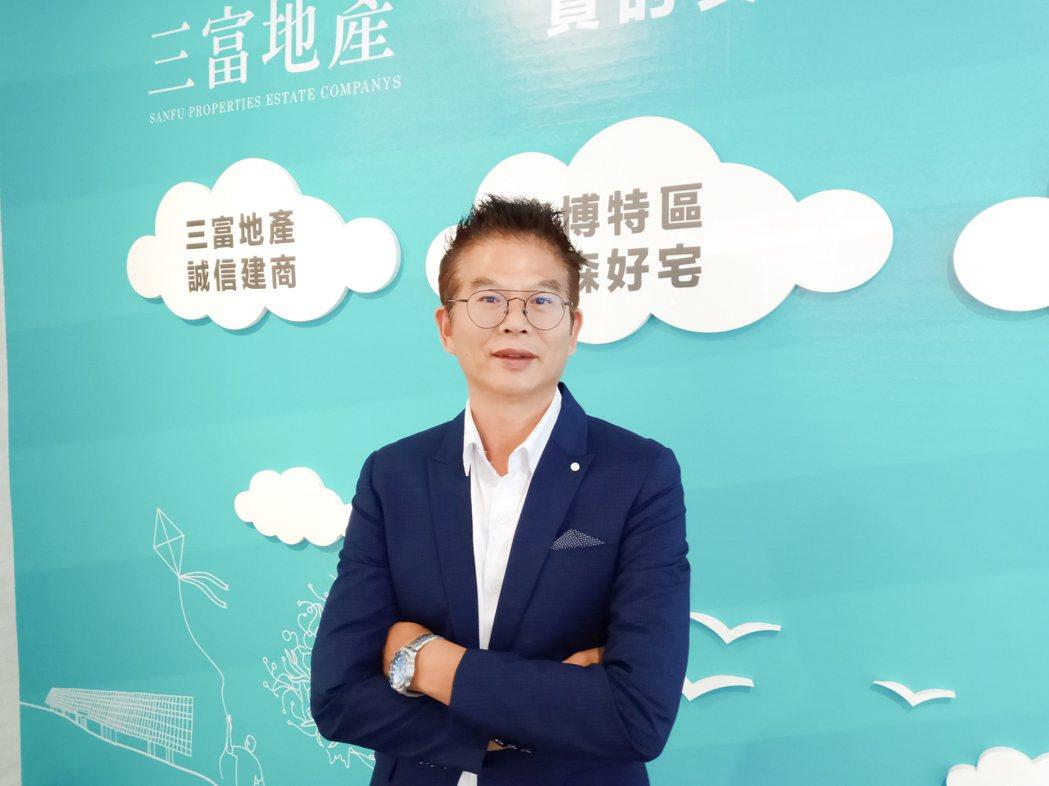 三富地產總經理鍾增榮創業作「三富樂樂」,開盤第1天就賣了65戶。 攝影/吳宏文