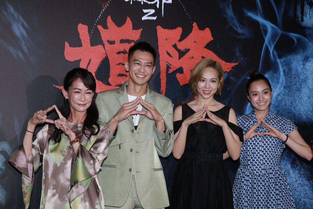 夏于喬(右二)、鄒承恩(左二)昨晚出席「馗降:粽邪2」首映會。記者許正宏/攝影