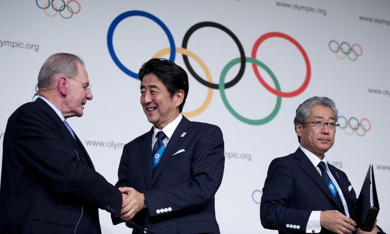 日本至今共主辦過3次夏季和冬季奧運,本來東京奧運應該在今年登場,這4次奧運登場的主辦年,日本首相都會換人,似乎成了日本另外一種「奧運魔咒」。 美聯社