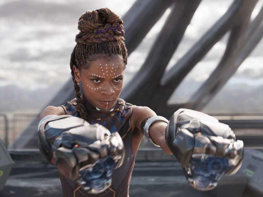 蕾蒂夏萊特扮演的帝查拉之妹舒莉,早被傳出有可能成為新一代的「黑豹」。圖/摘自im...