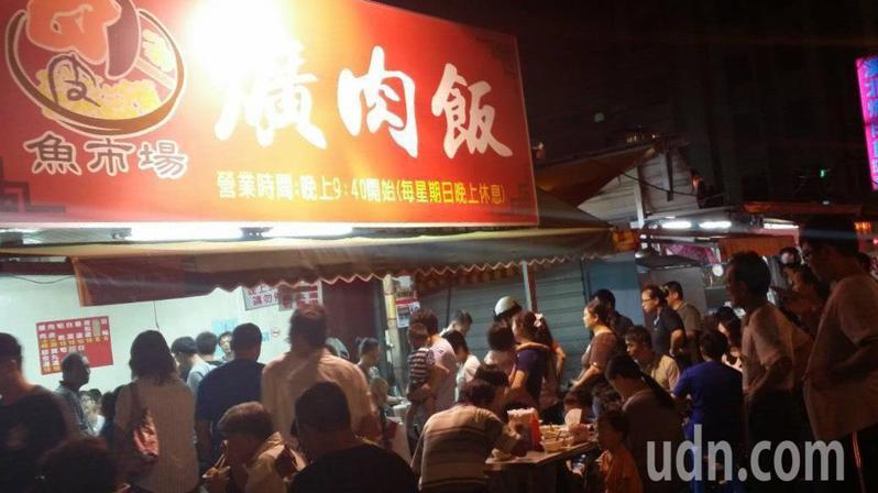 彰化市知名的魚市爌肉飯老闆鄭坤焙說,店裡所使用爌肉都是溫體台灣豬肉,部位是後腳肉,俗稱腳庫,才能烹調得出台灣豬肉特有口感與新鮮。本報資料照片/記者劉明岩攝影