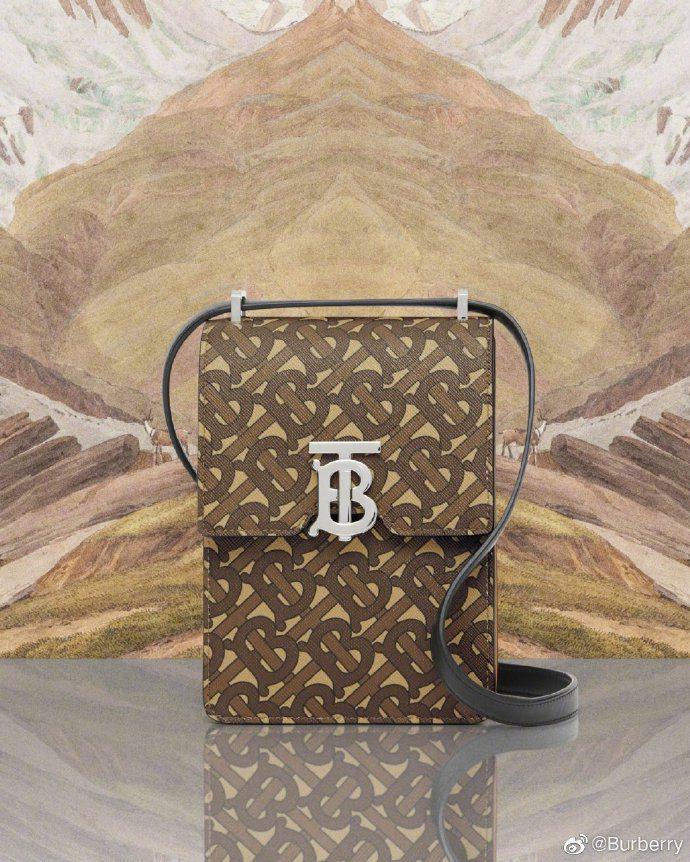 馬勒棕花押字印花環保帆布Robin包,41,500元。圖/取自微博