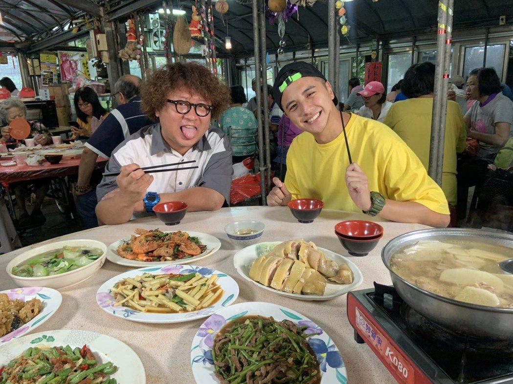 曾子余與納豆出「食尚玩家兩天一夜GO」外景,前往墾丁度假。圖/TVBS提供