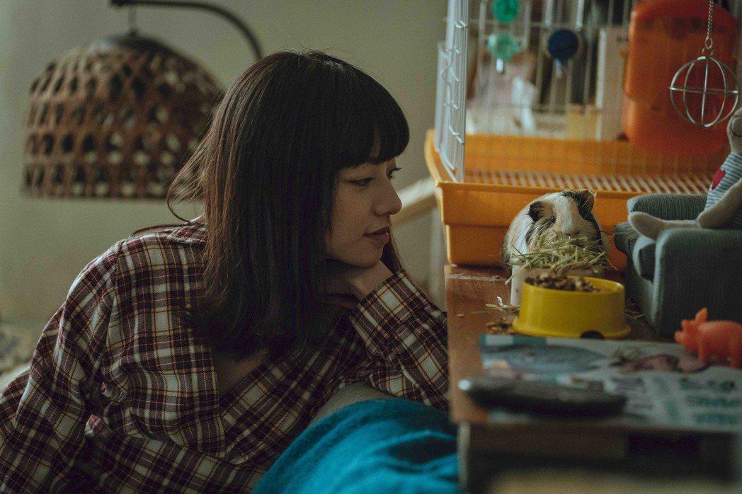 姚愛寗在「黑喵知情」飾演沈蕙芳。(圖/LINE TV提供