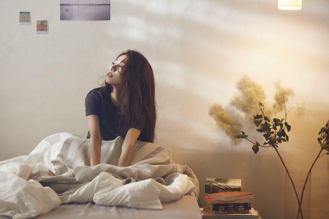 田馥甄分享「一個無人知曉的時刻」主題影片,內藏演唱會周邊商品作為彩蛋。圖/何樂音...