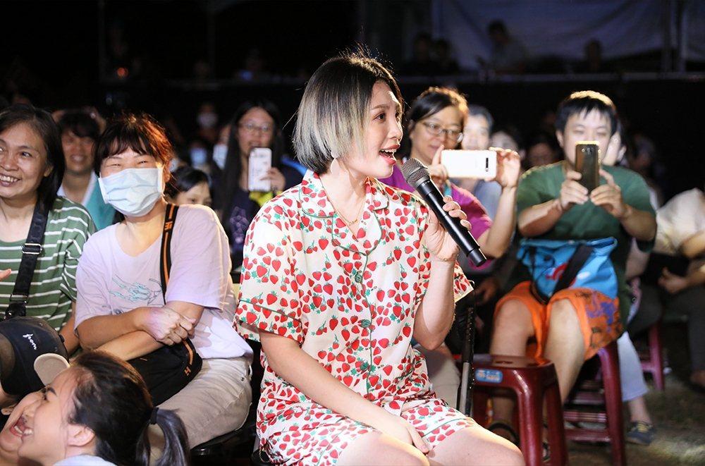 魏如萱開唱宛如回家,坐到觀眾席與粉絲同歡。圖/新視紀整合行銷提供