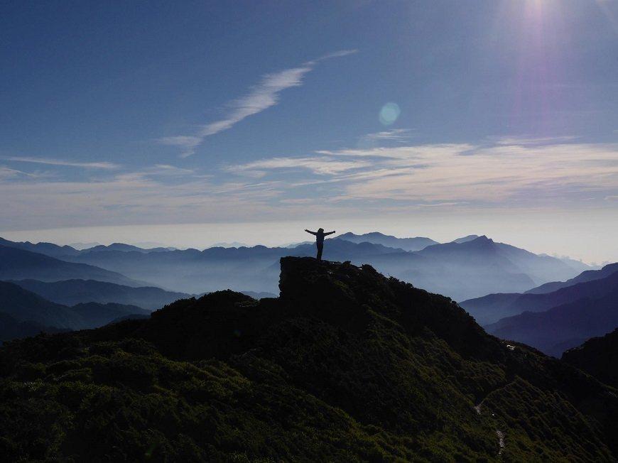 身處山岳之中,會讓人感受到自然的不可撼動與自身的渺小。 圖/取自50+(Fift...