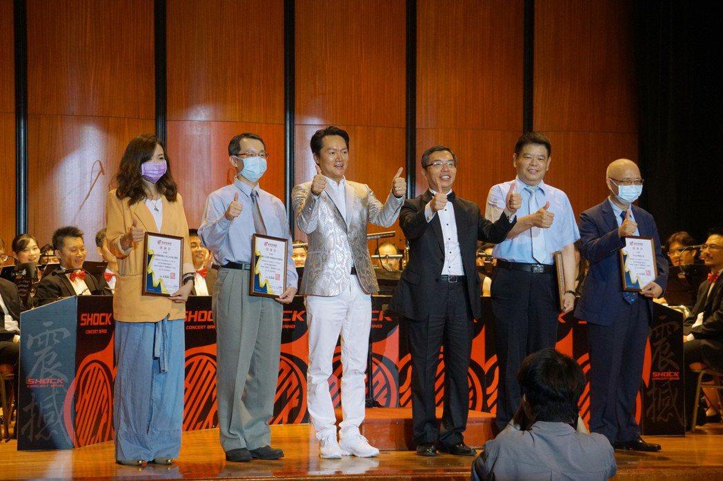忠訓國際集團攜手震撼管樂團聯合舉辦公益音樂會為愛致敬。震撼管樂團/提供