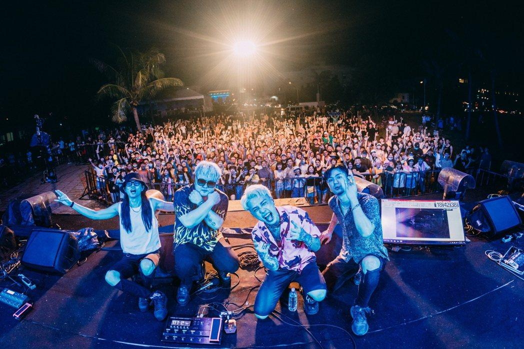屏東縣政府在暑假結束前的周末為墾丁帶來全新的「屏東獨立音樂季」音樂品牌,數千樂迷...
