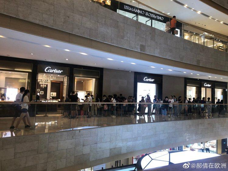 Cartier調整價格,台灣自9月1日起調整價格,有漲有降。圖/摘自微博