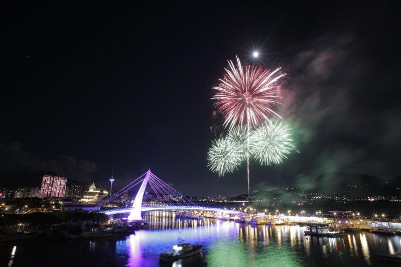 新北市漁人碼頭煙火秀今夜璀璨登場。圖/新北市漁業處提供