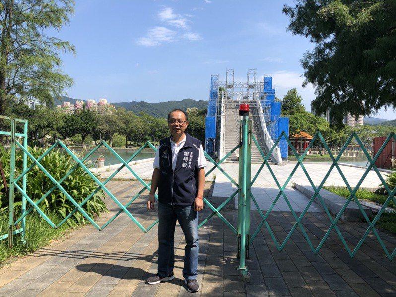 秀湖里長謝明毅也呼籲民眾多到公園休閒,並多使用大眾運輸。圖/秀湖里長謝明毅提供