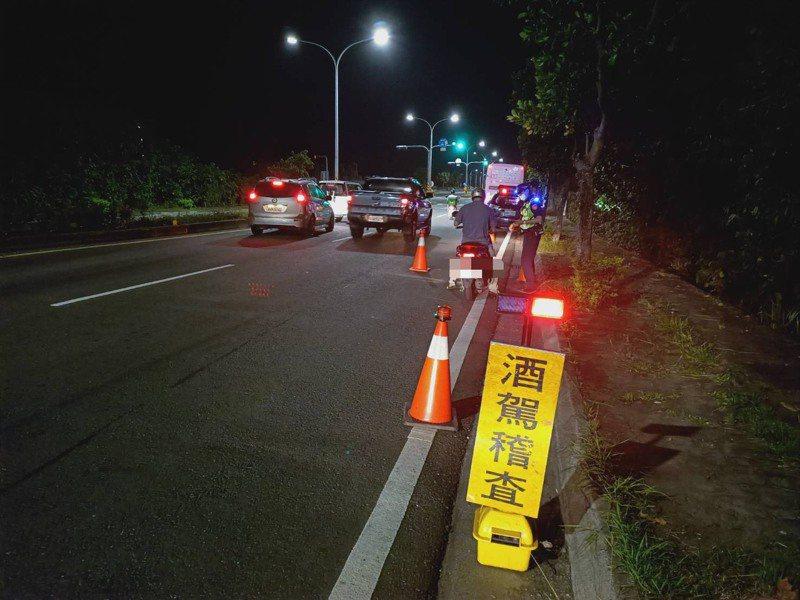 基層員警認為裝不裝酒精鎖是其次,問題是酒駕累犯者通常不會再考駕照,繼續開車等同無照駕駛,酒駕者不開自己的車,開他人車輛或騎機車,防不勝防。記者尤聰光/翻攝