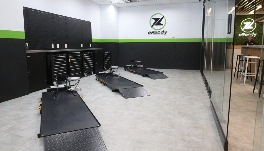 eReady的維修空間,乾淨明亮。圖/黃義書攝影
