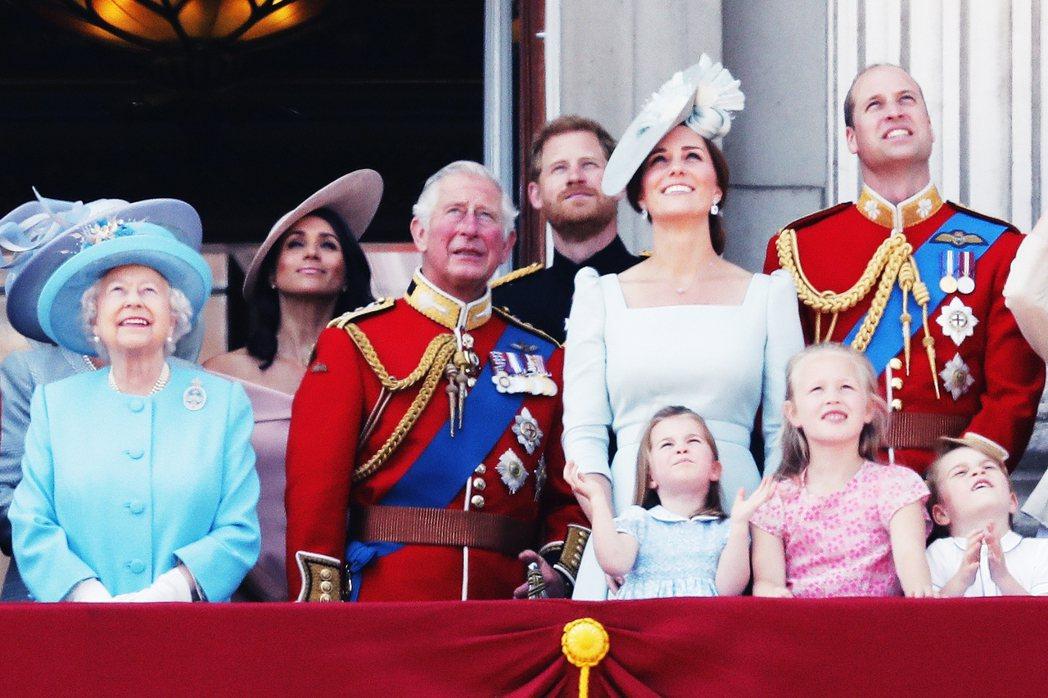 媒體報導的隻字片語,還有對皇室成員各種傷口的深挖輕觸,都有舉足輕重的大眾影響力;...