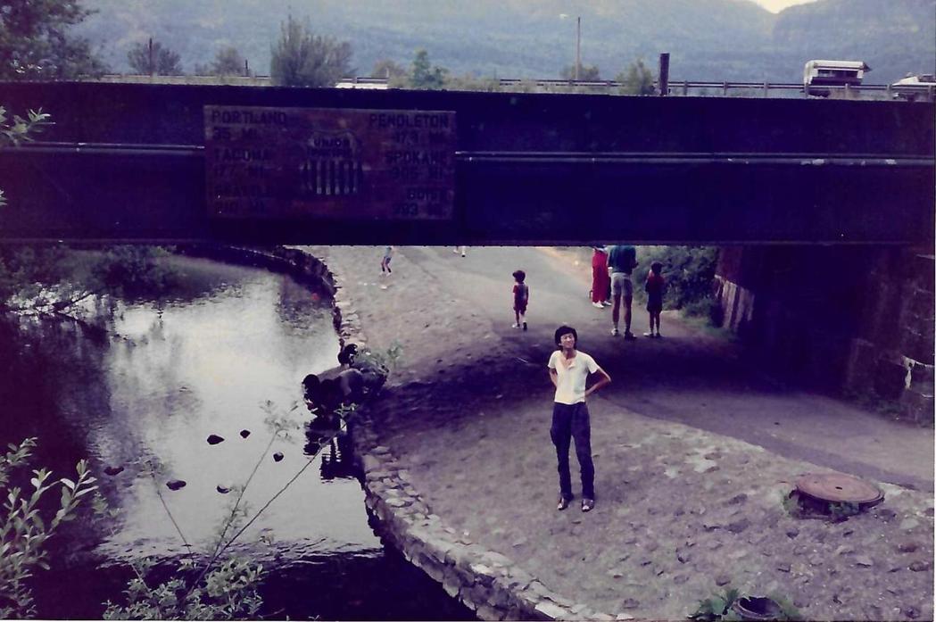 舒國治在近波特蘭的 Columbia河。圖/新經典文化提供