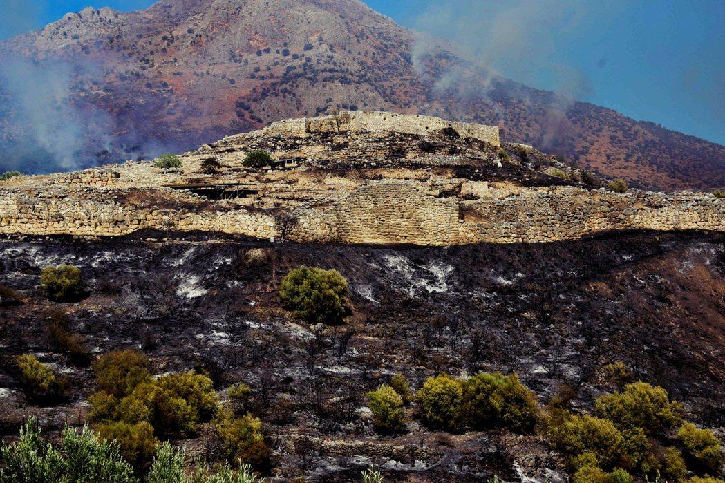 希臘眾多的歷史遺跡,過去也曾多次受到火勢延燒的威脅。但近年野火又急又猛,似乎也顯...