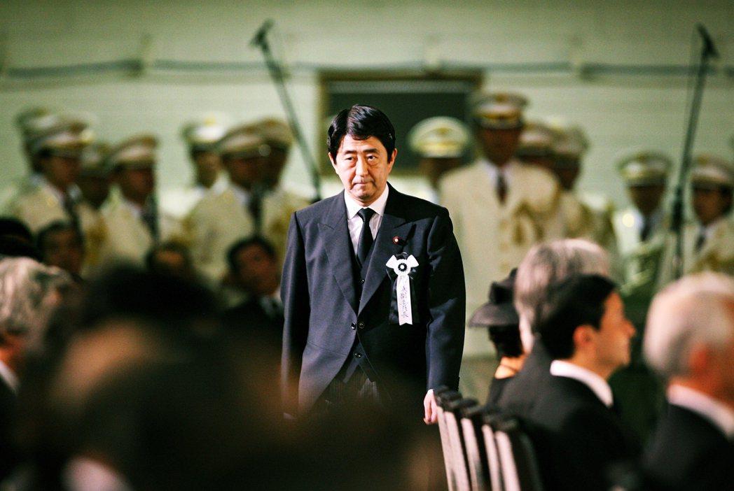 安倍晉三創下的種種紀錄堪稱是日本政界的傳奇,他也是平成時代以來,唯一曾二度拜相的...