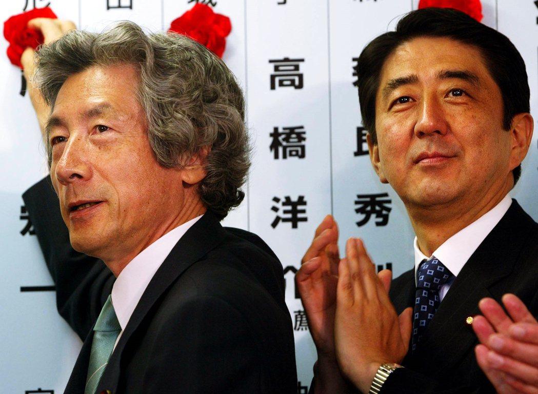 1995年開始,安倍晉三(右)就支持小泉純一郎(左)參選自民黨總裁,這也是小泉與...