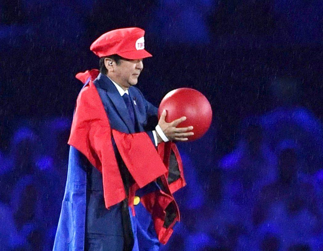 安倍以國際知名的任天堂角色——馬利歐——在2016里約奧運的閉幕會上登場,宣傳2...