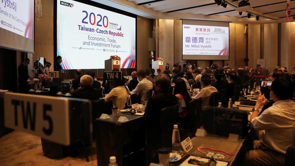 捷克參議院議長維特齊訪問台灣,8月31日在台北經貿論壇發表演講。路透
