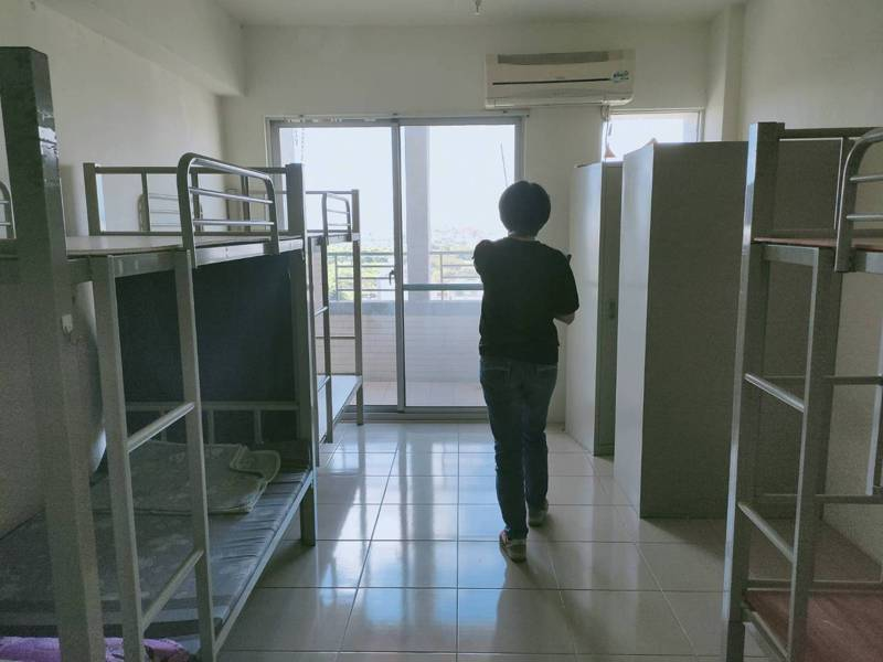 高雄市勞工局對於雇主申請案均採嚴格標準審查,至今有1228家旅宿業通過審核,但只有3件民宅申請案闖關成功。圖/高雄市勞工局提供