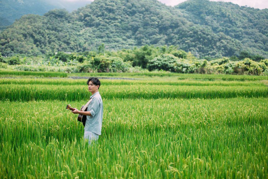 楊肅浩推出首張專輯「噶瑪蘭的風吹」。圖/典選音樂提供
