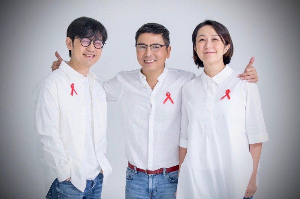 郭蘅祈(中)、陳建騏(左)、黃韻玲以名字為諧音自組團體「霜淇淋」。圖/愛之日常音