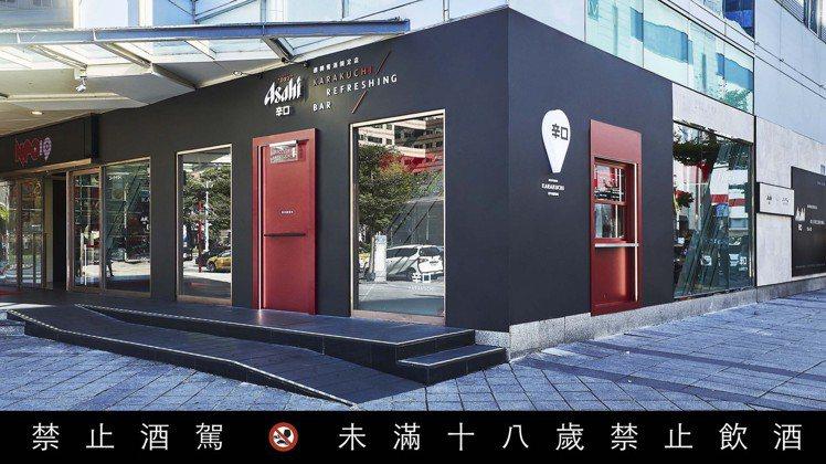 位於Neo 19一樓的「Asahi SUPER DRY 辛口迴轉餐酒限定店」,已...